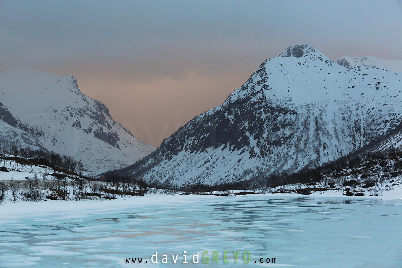 """La fine pellicule d'eau sur la glace se nomme """"soatma"""" en langue saame, ce qui signifie """"glace ou neige fondante sur l'eau d'une rivière ou d'un lac"""", des centaines de mots permettent de décrire la glace et ma neige dans cette langue."""